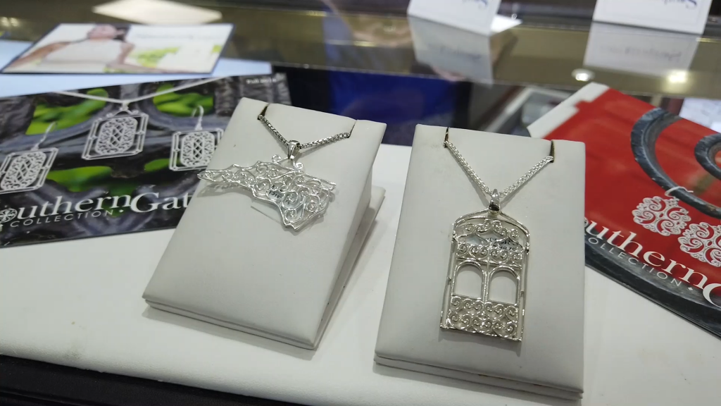 Holland S Jewelers Giveaway The Inside Peak